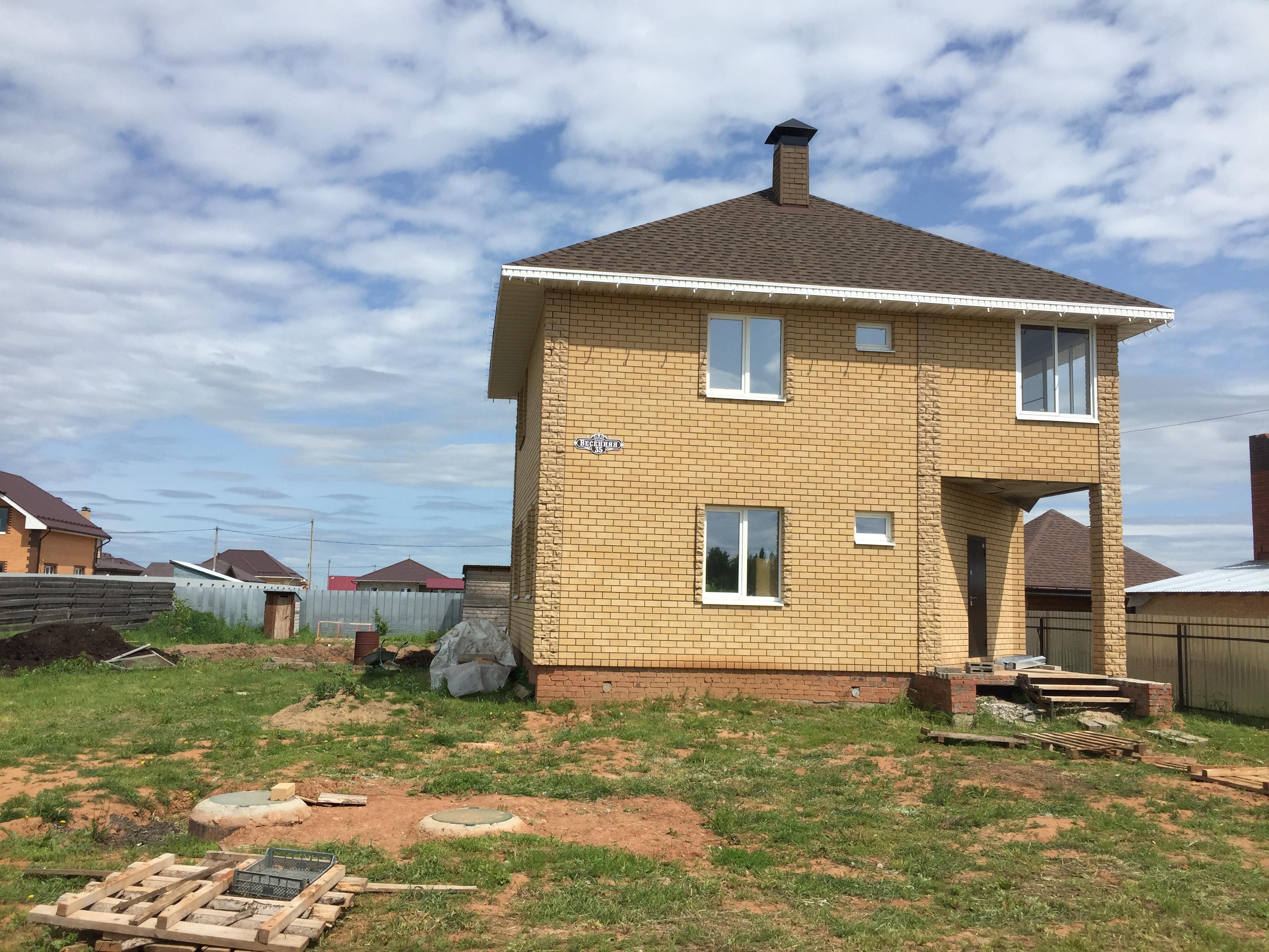 Двухэтажный дом из кирпича. село Старомихайловское